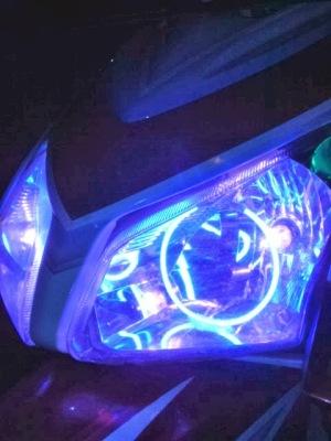 di Honda vario lagi sumber : http://dwisfan.blogspot.com/2012/09/pasang-double-angel-eyes-yuk-2.html